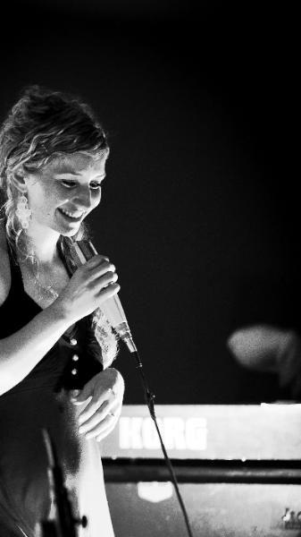 Anne Fraune - Klavier & Gesang