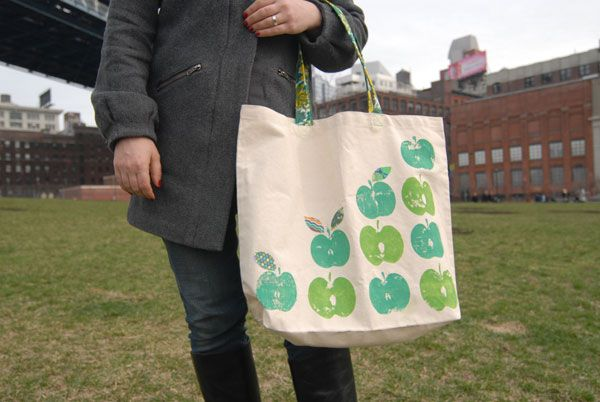 Tote+your+groceries+in+style+with+this+cute+bag+printed+with+real+apples.+Printmaking+doesn't+get+any+easier+than+this!