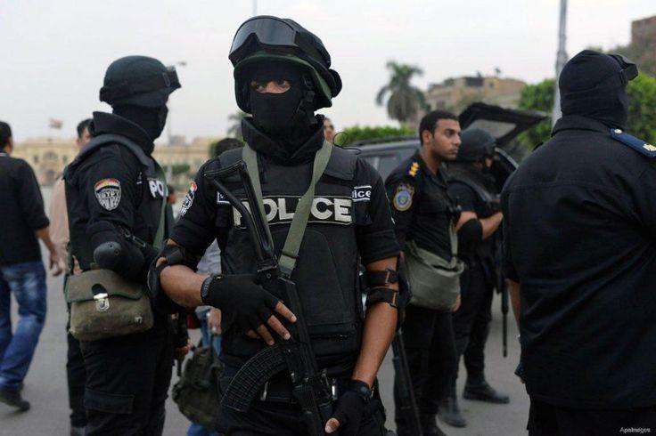 Seorang warga Saudi tewas di Mesir  GIZA (Arrahmah.com) - Polisi Mesir menemukan mayat seorang warga Saudi Kamis di apartemennya di Giza. Diduga korban mati dipukuli dan dicekik Almesryoon.com melaporkan.  Mayor Jenderal Hisham al-Irak mengatakan bahwa petugas kepolisian diberitahu tentang bau busuk yang berasal dari apartemen seorang pria yang diidentifikasi sebagai Khalil al-Omayrini (47). Melihat kondisi mayat sang korban kemungkinan kematiannya terjadi dua minggu yang lalu.  Sekarang…