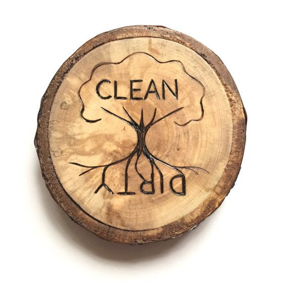 Avoid confusion with this rustic take on the clean/dirty kitchen magnet for your dishwasher. This is a new take on our dirty/clean dishwasher