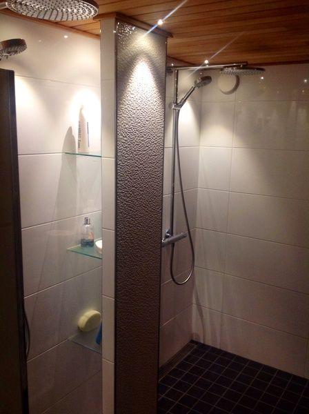 kylpyhuoneen sisustus,kylpyhuone,kylpyhuoneen laatat,suihku,kuituvalot