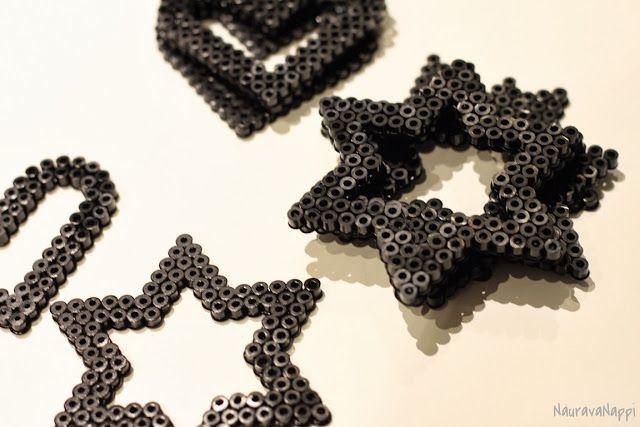 NauravaNappi: 2013 itse tehdyt lahjat, hamahelmistä heijastin, kaksi vastakkain ja väliin heijastinkangas