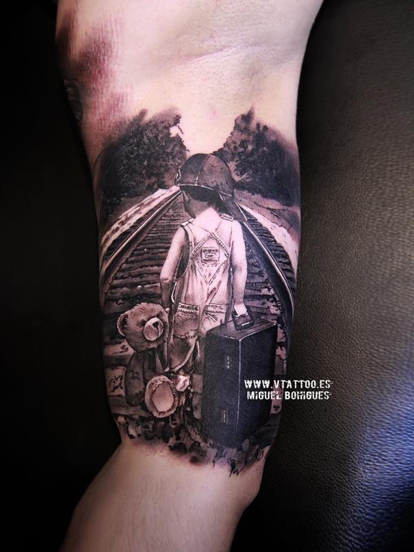 Niño de espaldas - Miguel Bohigues - V Tattoo