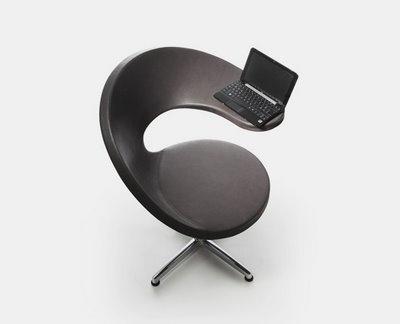 Silla minimalista diseñada para trabajar con la laptop o netbook.... del diseñador Martín Ballendat.