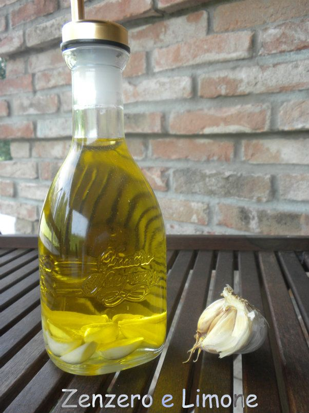 Olio aromatizzato all'aglio