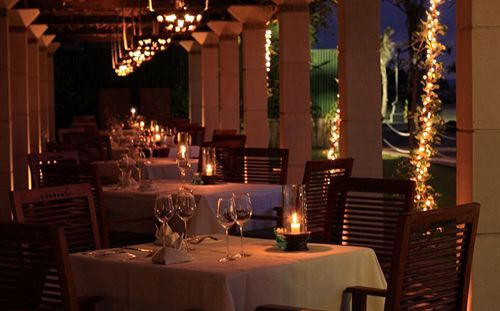 When comes the time to eat, The Sandi Phala al fresco restaurant Ma Joly offers the perfect setting to sample the un-complicated, yet flavoursome dishes inspired by Executive Chef Jay's  cuisine, while watching the burning red sunset slip away into the night.