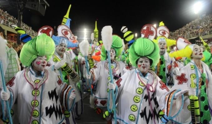 Desfile da escola de samba Grande Rio, na Marquês de Sapucaí, com o enredo Eu Acredito em Você! E Você?: From School, Samba, On You, Carnival Frenzy