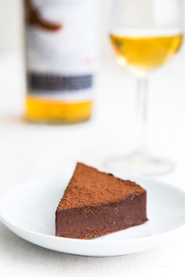 Schoko-Praliné-Tarte mit Whisky | http://www.highfoodality.com/rezepte/desserts-susspeisen/schoko-praline-tarte-mit-whisky-interview/ | #kuchen #backen #praliné #schokolade #dessert #whisky #lecker #rezept