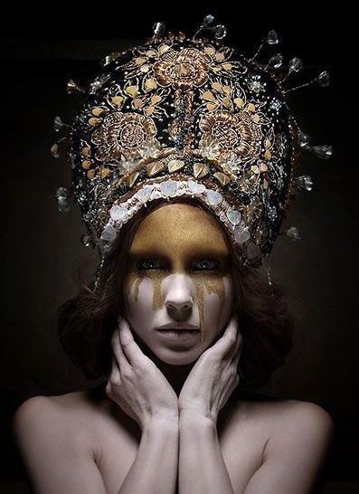 The crown for a Princess who would remove a man's eyes