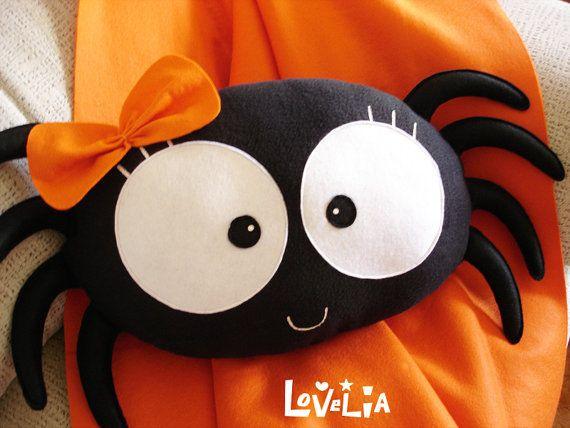 Pacha le Spider coussin oreiller peluche décorative par lovelia