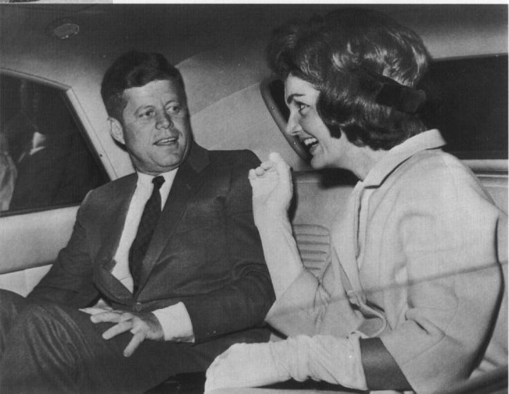 Kennedys lovee: Jackie Kennedy, Happy Kennedy, Kennedy Style, Jfk, History Icons Vintage, Bouvier Kennedy, Jacqueline Kennedy, Jbk, Classic Jackie