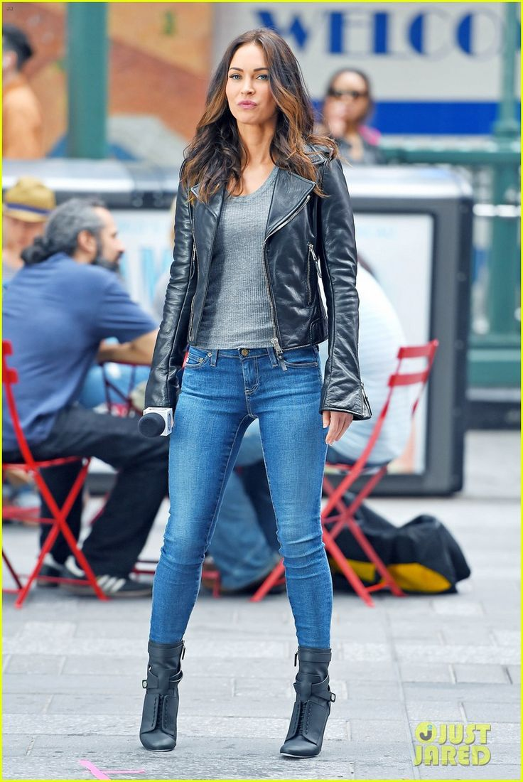 megan fox judith hoag tmnt 2 set 07 Megan Fox gets ready to film a scene for her upcoming movie Teenage Mutant Ninja Turtles 2 on Tuesday afternoon (May 12) in New York City.    The 28-year-old actress…