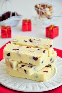 Шоколадные батончики со сгущенкой , орехами и клюквой.. Рецепт c фото, мы подскажем, как приготовить!
