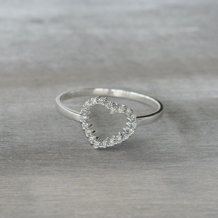 Anello a forma di cuore pi48 regardsdefemmes for Soggiorno a forma di diamante