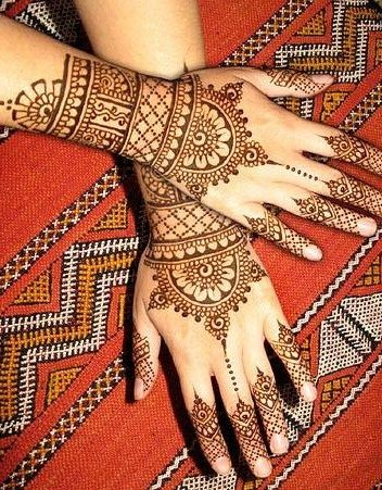 Bangle Mehndi (mehndi that has the look of a bracelet or bangle).