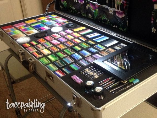 I want it all! How a face paint case should look like !