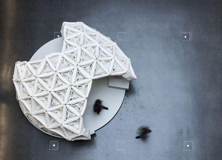 Studenten haben in Frankfurt einen innovativen, selbsttragenden Leichtbau-Pavillon aus teilgeschäumten Abstandstextilien realisiert