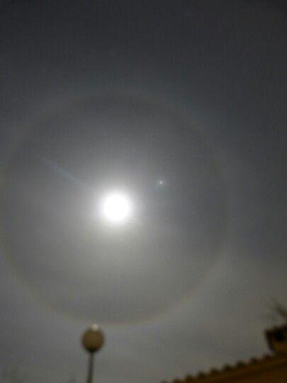 La luna creando un circulo a su alrededor Alicante