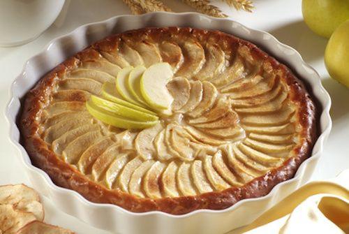 Comment faire une tarte aux pommes ? La tarte aux pommes est un dessert toujours très apprécié. Découvrez cette recette de tarte aux pommes de grand-mère. Un régal !