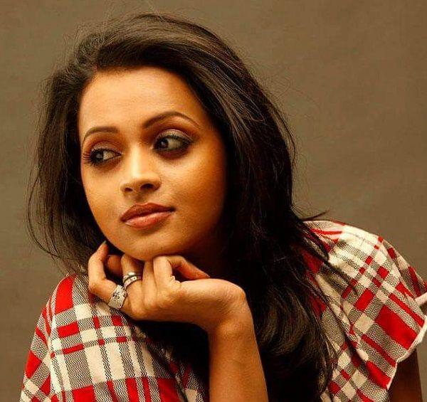 Nữ diễn viên Ấn Độ bị 7 người đàn ông cưỡng hiếp trên xe hơi   Sự việc xảy ra vào ngày 17/2 vừa rồi và tới ngày 19/2, cảnh sát Ấn Độ đã bắt được 2 trong số 7 nghi phạm. Họ đang tiến hành điều tra làm rõ vụ việc. Dư luận Ấn Độ đã đồng loạt lên tiếng ủng hộ nữ viễn viên Bhavana và kêu gọi công...  http://cogiao.us/2017/02/23/nha-san-xuat-phim-an-do-phu-nhan-thong-tin-nu-