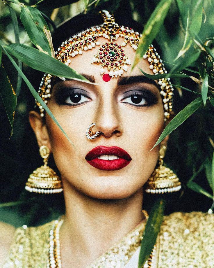 | ONE #1stdecember #adventcalendar #beautyofculture24 #culture #indianculture #bollywood #tamil #fashion #jewellery #desi #shooting #vogue #igers #instalove #weddinginspirations #canon #beauty #love #magic #kerala #redlips #portraits #saree #bollywoodfashion #instadaily  Model: @hernameistrue  MUA: @abinii_makeupartist  Stylist: @angiiilina  Photography: @andigraphy