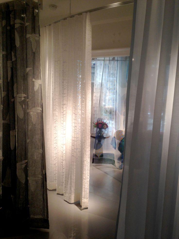 Fantastische Stoffe, kuschlige Teppiche und exklusive Tapeten setzen Ihren Wohnraum erst richtig in Szene. Lassen Sie sich bei uns beraten und erleben Sie schon bald die aktuellsten Materialien für Vorhänge, Teppiche, Polstermöbel und Tapeten der Maison & Objet und Déco Off...2107 in Paris.