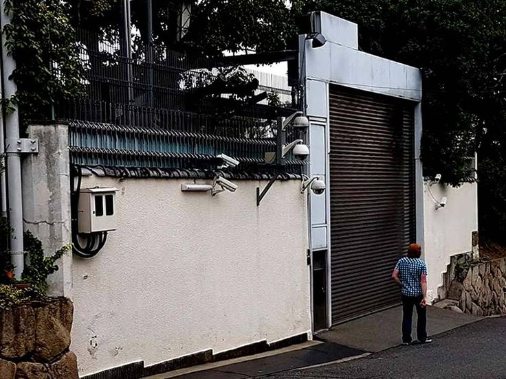 Backdoor of the Yamaguchi-gumi Yakuza (Japanese Mafia) world headquarters; Kobe Japan http://ift.tt/2IdhvZ2