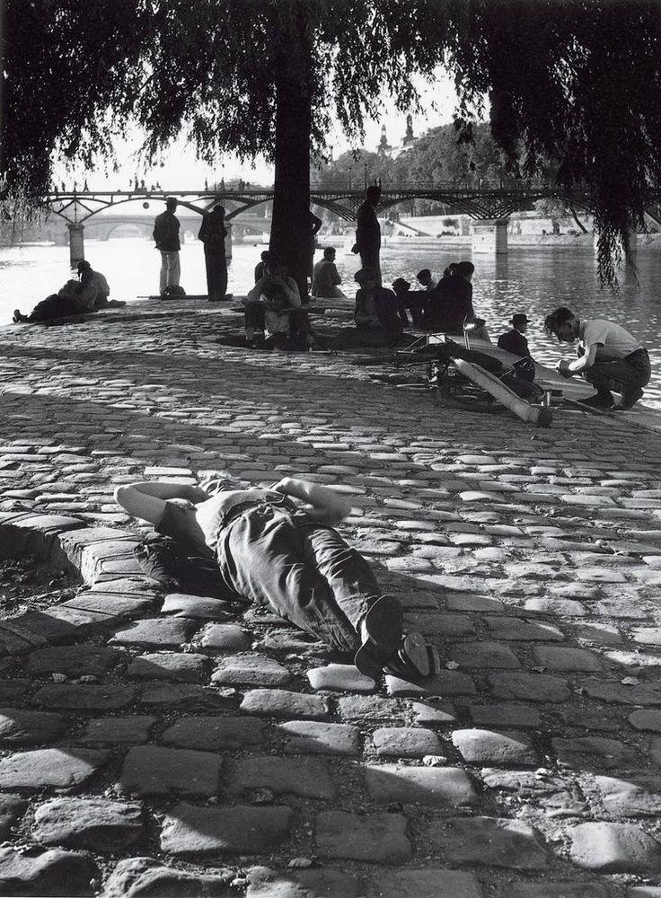 Summer in Paris - Square du Vert-Galant Paris 1950 Izis Bidermanas