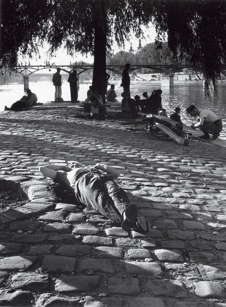 Summer in Paris - Square du Vert-Galant Paris 1950 Izis Bidermanas