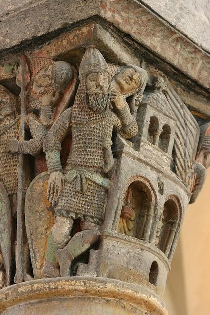Capitel medieval de la Iglesia de Saint Nectaire,Auvergne,Francia