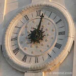 L'horloge du Campanile dei Greci à Venise