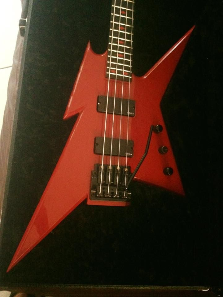 2049 best bass guitars images on pinterest bass guitars music instruments and musical instruments. Black Bedroom Furniture Sets. Home Design Ideas