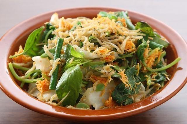 Resep Sayur Urap Tabur Teri Goreng Enak Kreasi Sayuran Nikmat Untuk Menu Makan Siang Makan Siang Sayuran Makanan