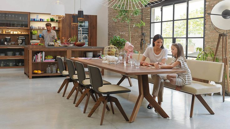 loft solid wood in walnut with yps table und aye chairs with swivel base
