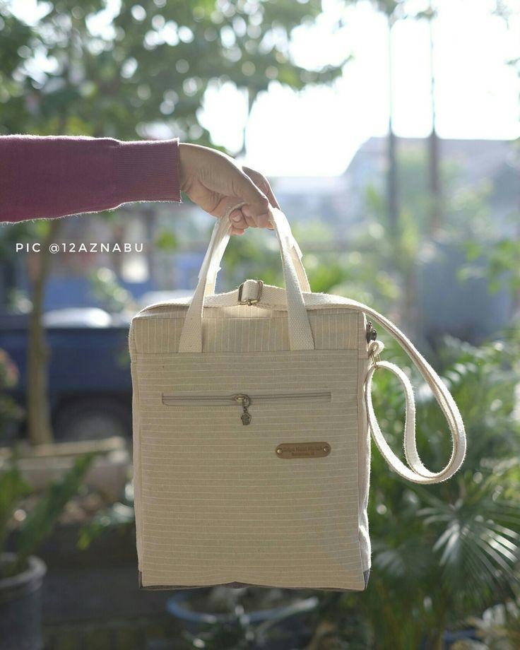 Sweet coffee bag.  Tinggi 30, panjang 24,5, lebar 7 cm. 1 kantong di depan (luar). 1 kantong resleting di belakang (luar)   #coffeeshop #handmadebag #sewingbag #sewinghandmade #handmadeinsamarinda #puansenja #perempuansenangmenjahit #sweetcoffeebag