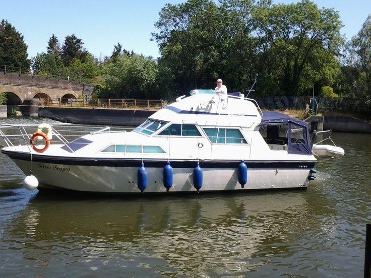 Fairline sedan 32 foot cabin cruiser boat