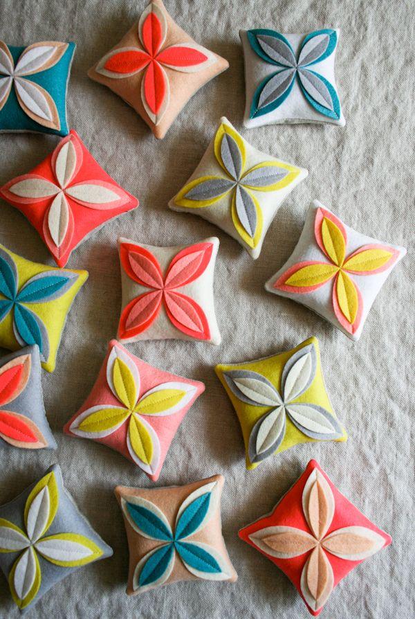 Corinnes Thread: Felt FlowerSachets