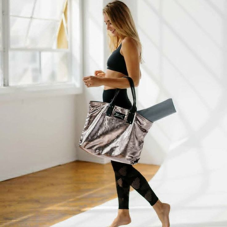 Morning studio vibes. Let our IT Girl Tote bring some style to your class 👌 Available in silver, gold, navy and black metallics. #gymbag #handbag 📷: @simplyworkout