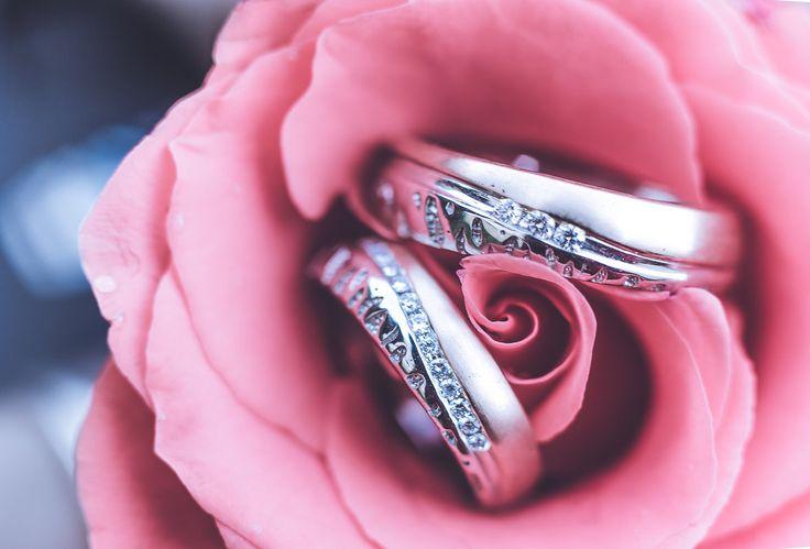 Delicate flower and diamonds ... what could be better! Photo by Jhalak Ashwin, Mumbai #weddingnet #wedding #india #indian #indianwedding #weddingdresses #mehendi #ceremony #realwedding #lehenga #lehengacholi #choli #lehengawedding #rings #engagement #diamonds