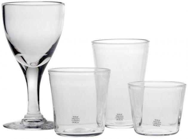 Ända sedan den allra första gången vi visade Norrgavels möbler 1993 på bomässan i Karlskrona, har Ingegerd Råmans glas från Skrufs glasbruk funnits med. He