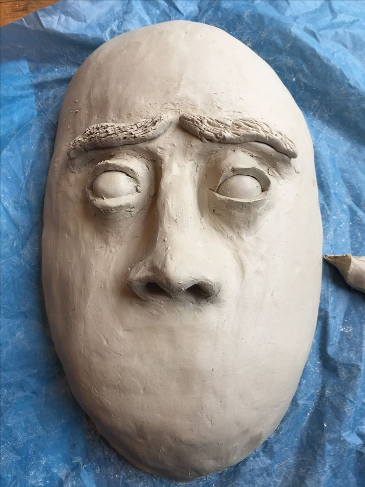 In dag 4 heb ik nog een deel van de ogen gemaakt en de wenkbrauwen. De wenkbrauwen vind ik nog niet zo mooi dus die ga ik nog veranderen. Hierbij gebruikte ik alweer het plaatje van een bang gezicht.