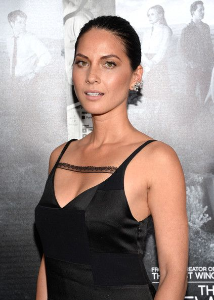 Olivia Munn Photos Photos - Actress Olivia Munn attends the premiere of HBO's 'The Newsroom' Season 2 at Paramount Theater on the Paramount Studios lot on July 10, 2013 in Hollywood, California. - 'The Newsroom' Season 2 Premiere in Hollywood — Part 3