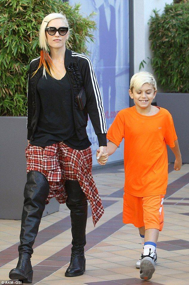 Gwen Stefani takes her boys Kingston, Zuma and Apollo shopping (December 6, 2014)