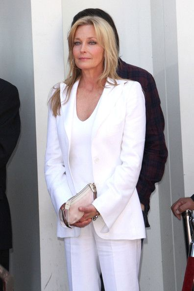 Bo Derek Photos - Singer Shania Twain is honored with the 2442nd star on the Hollywood Walk of Fame during a ceremony today. - Shania Twain on the Hollywood Walk of Fame
