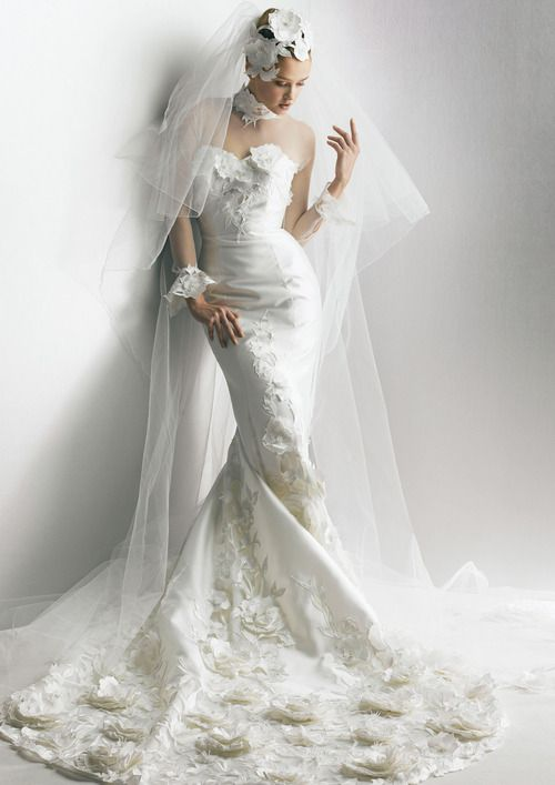 High Fashion | Bridal Style | Wedding Ideas: Fabulous Yumi Katsura wedding dress and veil