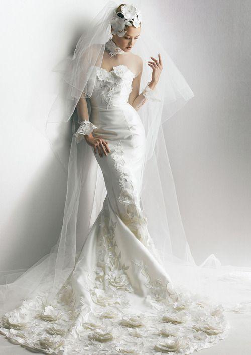 Fabulous Yumi Katsura wedding dress and veil.