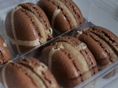 Hot Cross Bun Delice Macarons From Lindt Chocolate Cafe So Sad Not Available In