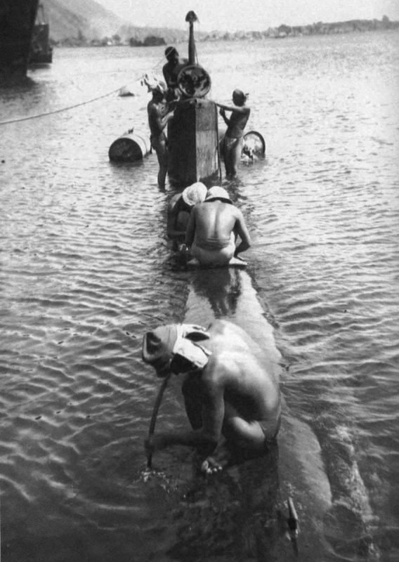Japanese prisoners assist in raising midget submarine HA-53, Simpson Harbor, Rabaul. - New Guinea during World War II 18  Best of Web Shrine