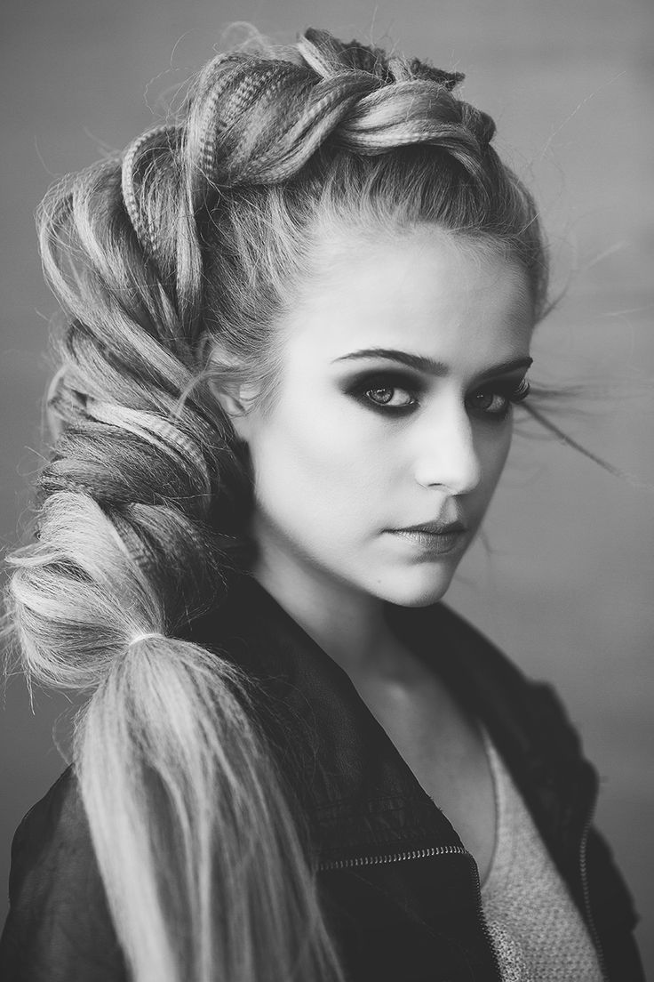 Beautiful texture and volume in this dutch fishtail braid by Heather Chapman for Sam Villa Blog