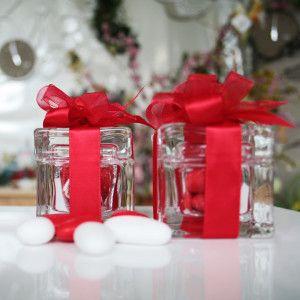 Scatolina in cristallo confezionata per laurea come in foto completa anche di confetti € 4.99 in promo su www.tiffanystore.it